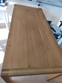 Oak dining to table