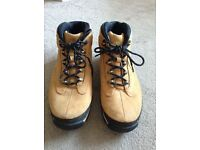 Sand and black unisex Timberland boots size 7.5