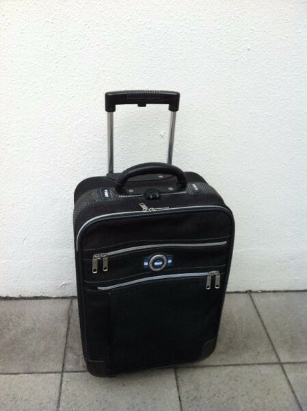 Veno 20 inches cabin luggage. Dimension 50 x 32 x 19cm. In good condition.