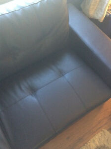 Moving Needs to go, brand New Sofa, 5 months old Cornwall Ontario image 4