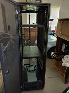 Dell sever Rack 42U (large 6 ft +)