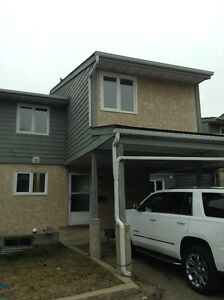 Bright and Spacious Three Bedroom Townhouse in Millwoods