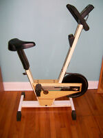 Vélo stationnaire Healthware Ultrateck 0124