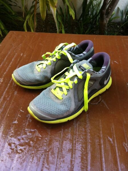 Nike Lunar Eclipse. Size US 10.5 cm 28.5.  Some wear and tear on parts of lining on top of shoes
