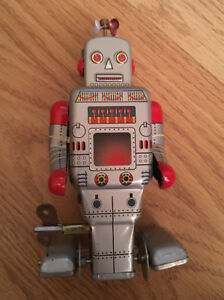 Wind-up Walking Toy Robot