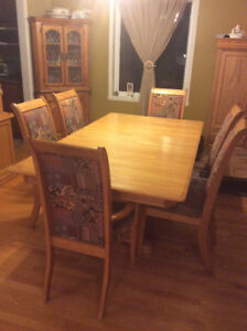 Diningroom cabinet, table and chairs in solid oak