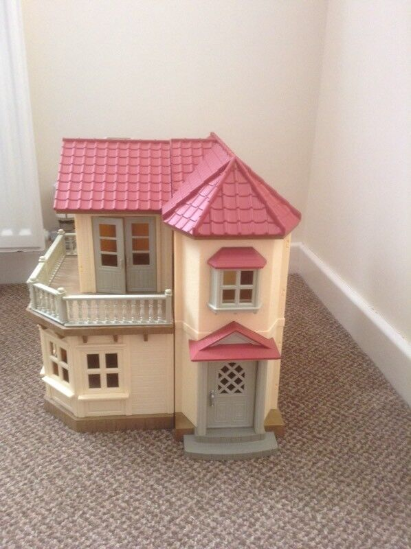 SYLVANIAN FAMILIES BEECHWOOD HALL AND FURNITURE