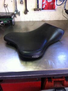Selle Corbin pour Yamaha R1 (cuir carbon fiber )
