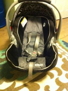 Graco Snugride 35 with 2 bases