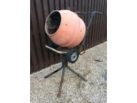 Cement mixer 240v (Can Deliver)