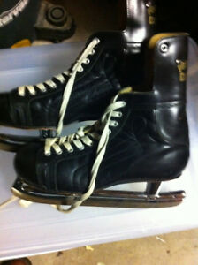 Vintage hockey ice skates size 8.5