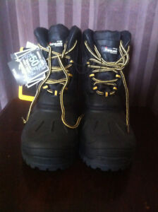 Youth (Boys) Winter Boots (Brand New) size 5
