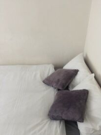 No Deposit Required Two rooms DOUBLE ROOM & SINGLE ROOM , VERY FAST WIFI 10MINS FROM CITY CENTRE