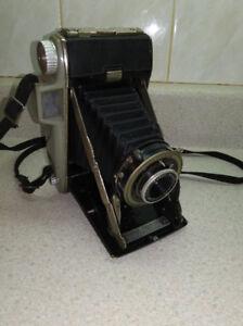 Plusieurs caméras antiques..BROCANTE FLEUR DE LYS