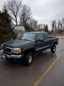 2005 GMC Sierra 2500HD duramax WITH V-PLOW