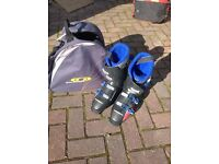 Ski boots size 10 and carry bag