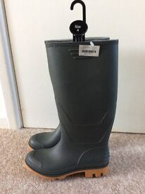 Brand New Green Wellies Size 4