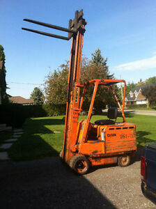 Clarke Electric Forklift 4000lb lift Cambridge Kitchener Area image 1