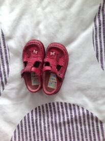 Girl's size 4F shoes
