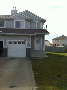 ****Half duplex for rent in Hollick Kenyon****