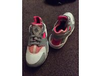 Nike huarache trainers 3.5 only worn a couple of times