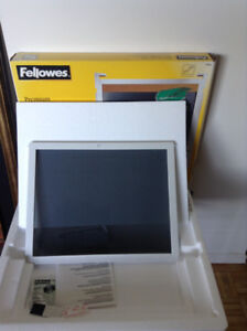 Fellowes Privacy and Anti-Glare Filter for Monitor–BRAND NEW