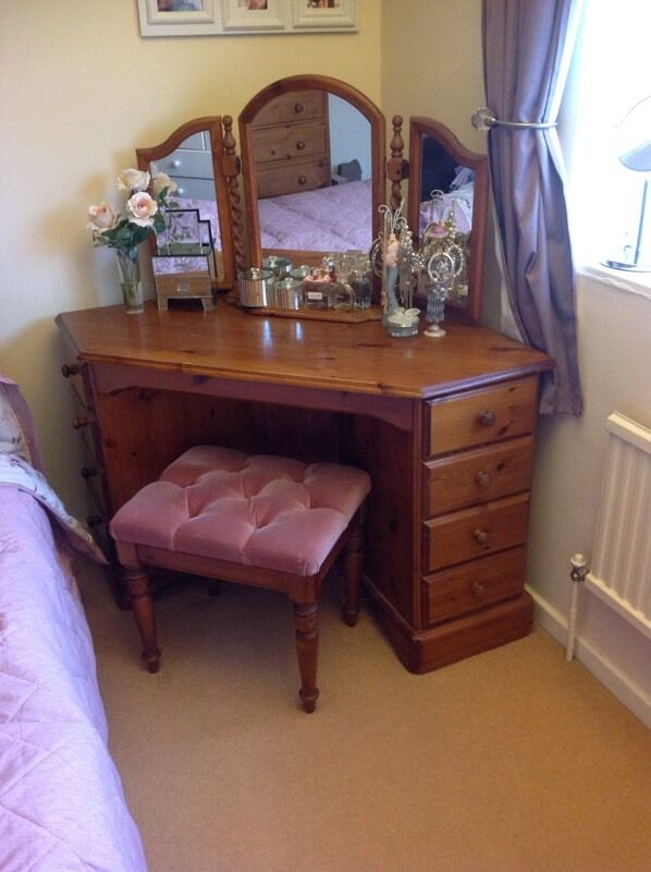 Solid pine corner dressing table stool and mirror in for Corner vanity table with mirror