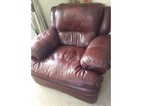 2 brown leather reclining armchairs