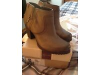 Lovely clarks grey leather boots size7.5leather