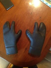 Wetsuit gloves, size medium