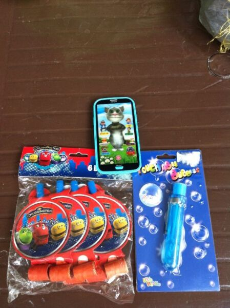 Brand new 6 pieces of chuggington blowouts and toy smartphone. Giving away touchable bubbles.