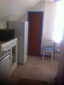 Character 2 room studio incl laundry and utilities
