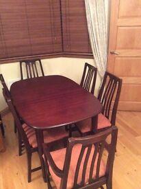 Beautiful mahogany table and 6 chairs