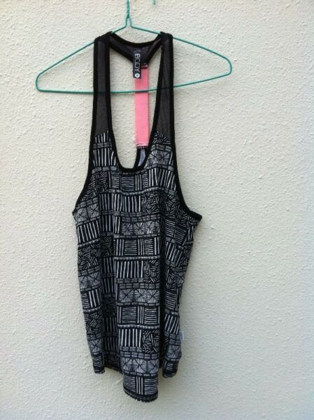 Body gym wear Size M, seldom use and in good condition.