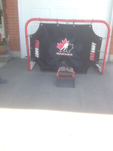 Metal hockey Net And Puck Catcher.  Team Canada