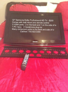 """Samsung 32"""" Dolby TruSurround HD tv with wall mount and remote"""