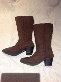 Suede brown boots size 6