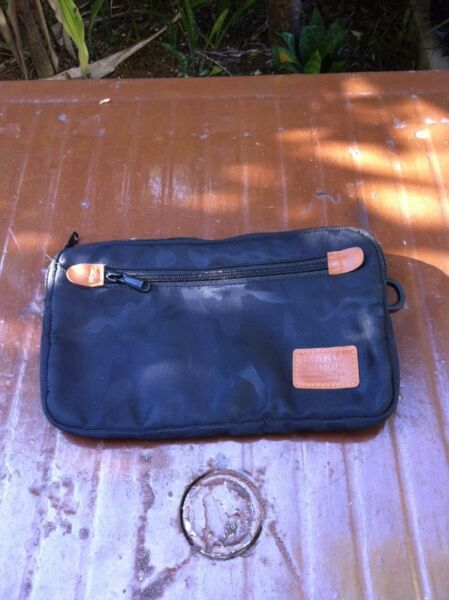 Maku store bag.  Dimension 25 x 16cm. In good condition.