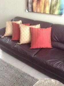SET OF 4 PILLOWS, EXC. COND, USED FOR DISPLAY ONLY