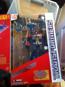 Year of the Horse Optimus Prime. (2014). Mint condition. Hasbro.