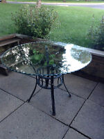 Grande table en verre ronde
