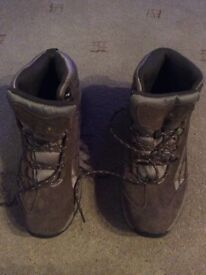 Regatta walking boots size 8