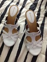 Neutralizer sandals size 10