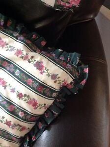 Valance, table top cloth, decorative pillow Reduced Belleville Belleville Area image 3