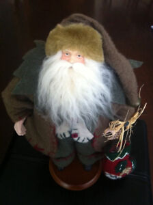 """Very Nice """"Old World Santa Claus"""" Excellent Condition!! $15"""