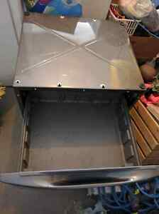 Maytag Whirlpool washer & dryer pedestals - excellent condition Strathcona County Edmonton Area image 2
