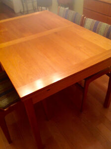 Solid Teak Danish Made Dining Set in Excellent Condition