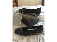 Van Dal Navy leather shoes, brand new with box. BARGAIN!