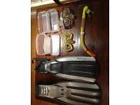 Diving gear: fins / masks / snorkel