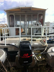 37 ft Pontoon Boat With Closed in Cabin
